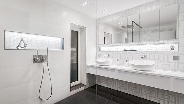 Schlichte Schonheit Und Extravaganz Im Weissen Badezimmer